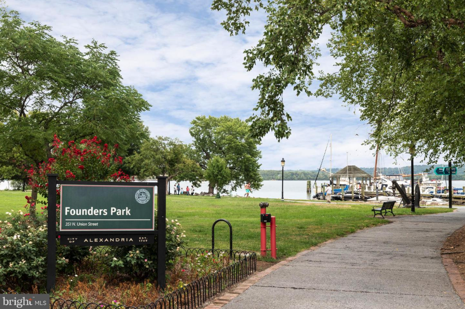 Founders Park in old town alexandria, near 418 pendleton st