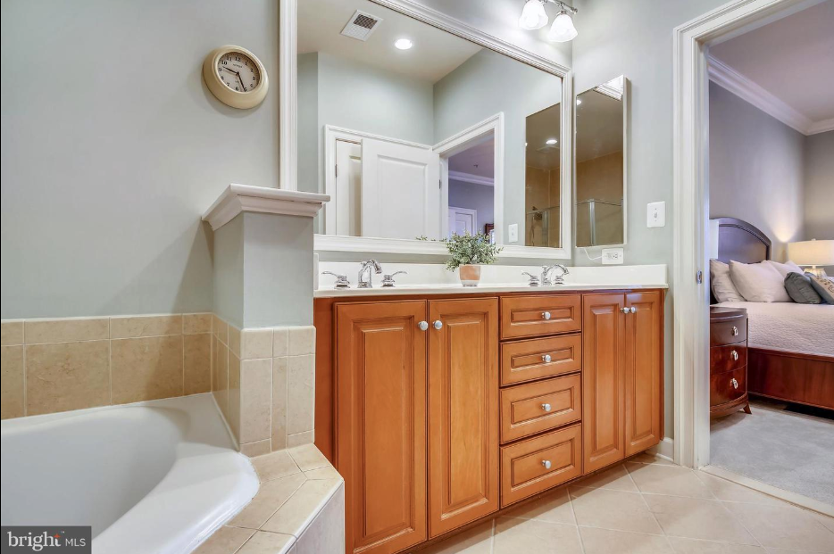 master bathroom in 418 pendleton st in old town alexandria